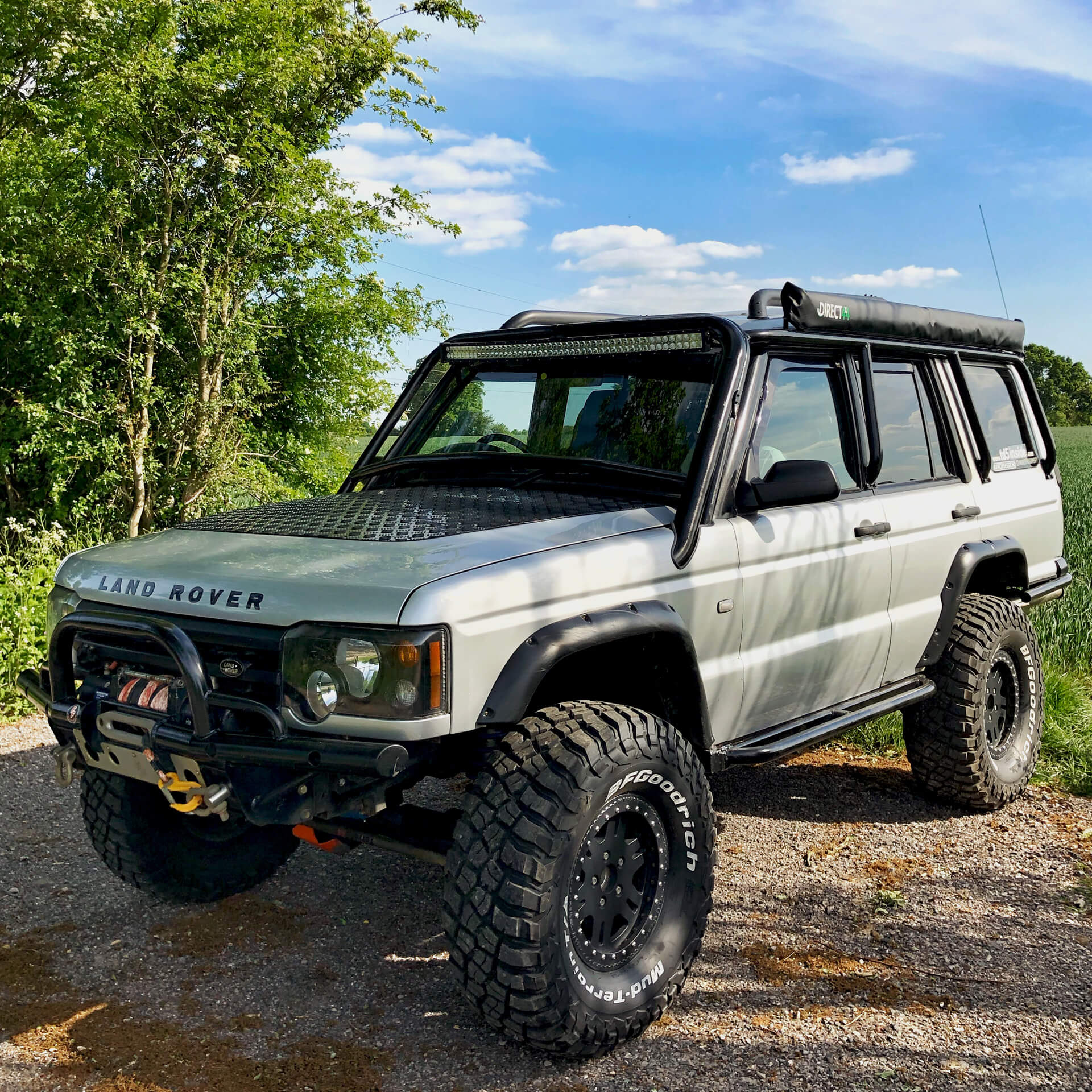 Lifted Land Rover Discovery 2 on 35 inch tires