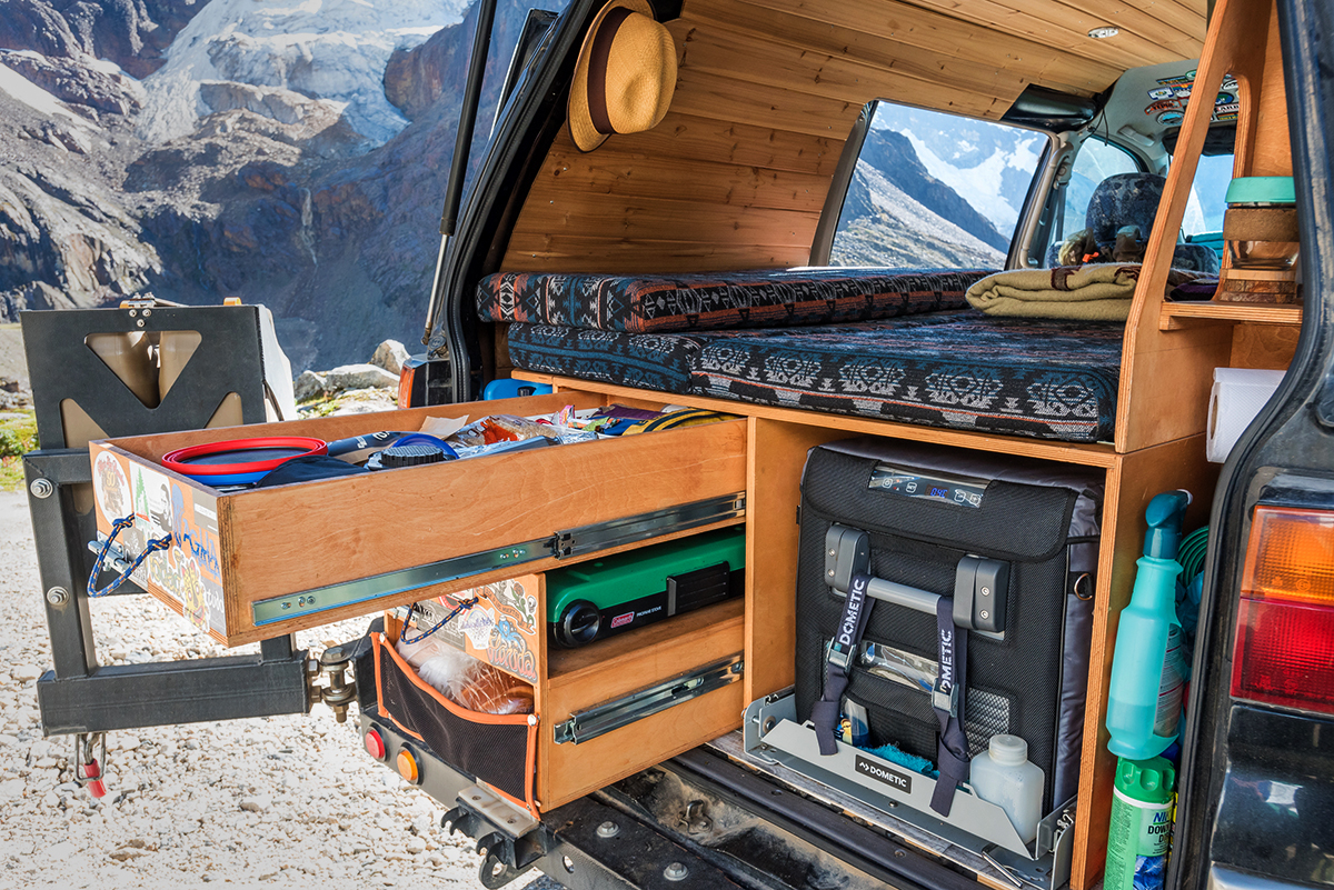 Overland drawer system in a van Mitsubishi Delica L400