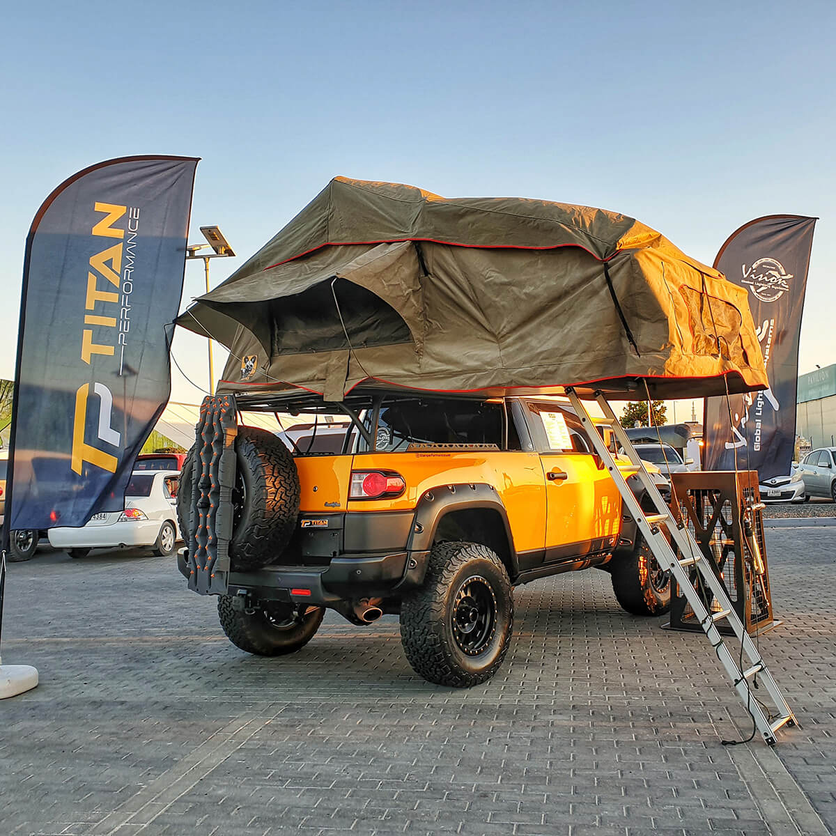 Toyota FJ Cruiser overland roof top tent