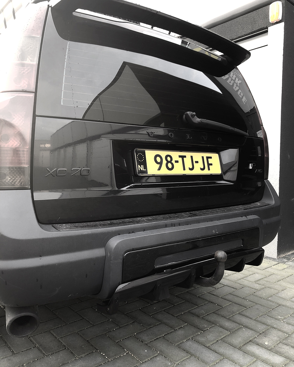 Volvo XC70 Cross Country rear hatch spoiler and a hitch