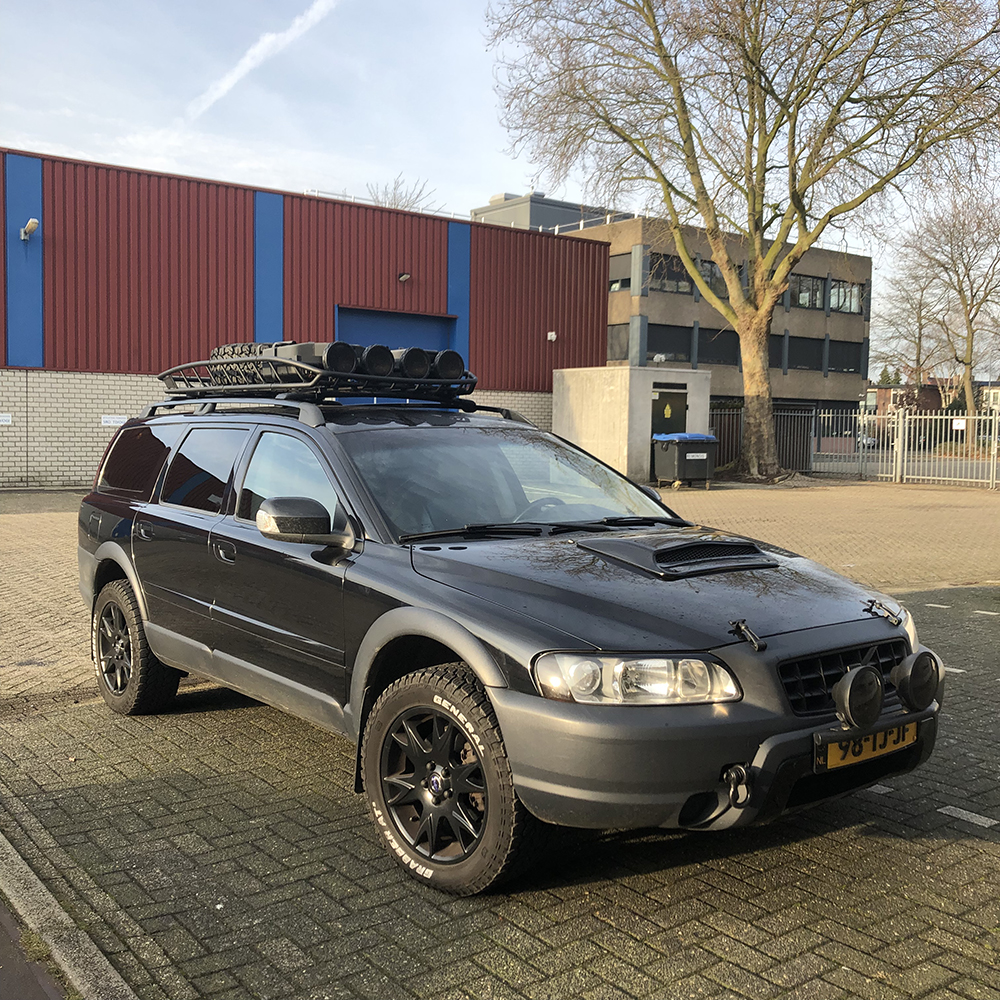 Volvo XC70 Cross Country with a rhino rack cargo basket
