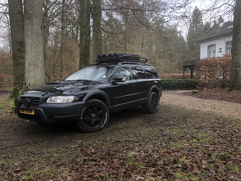 Volvo XC70 Cross Country with a 30mm lift kit by Thema
