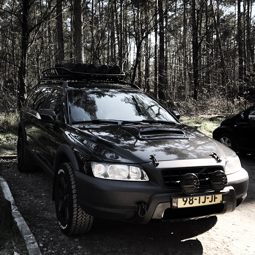 Black Volvo XC70 Cross Country with overland mods