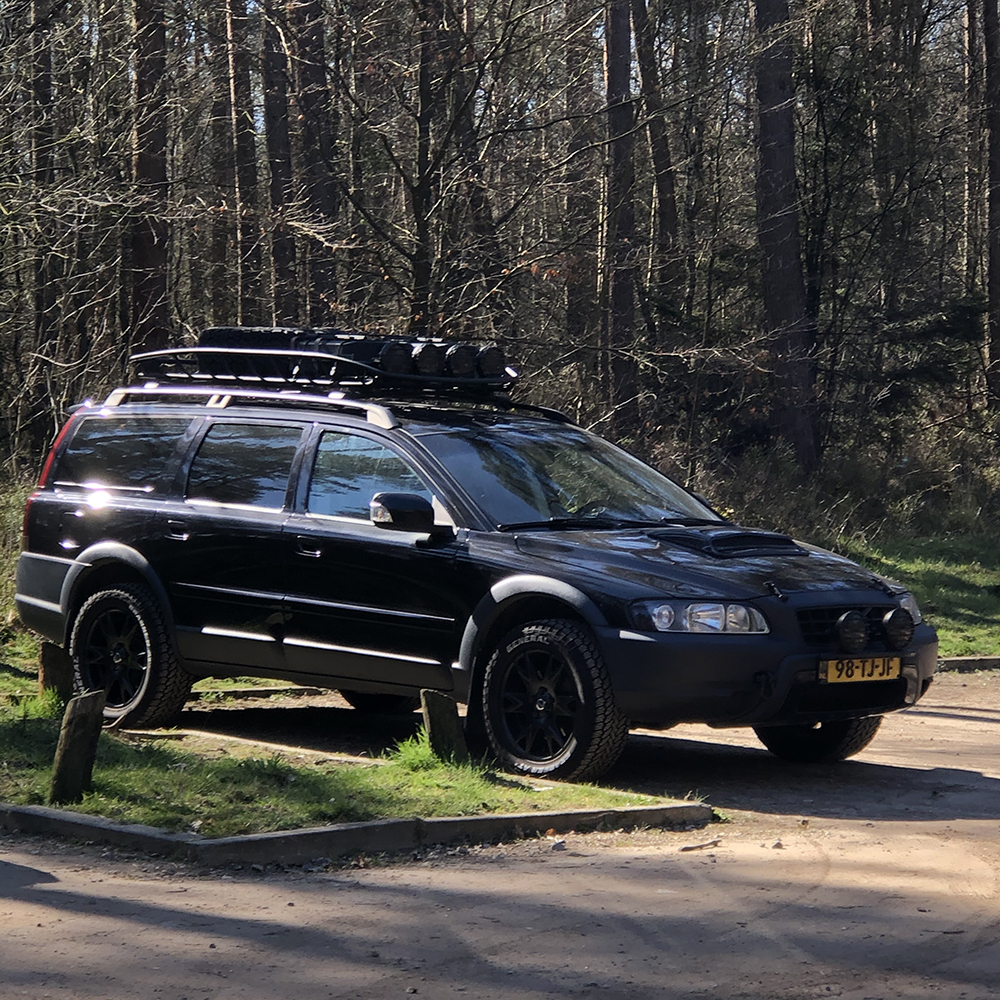Lifted Volvo XC70 Cross Country with offroad wheels